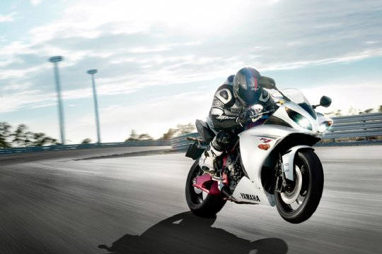 2009-YZF-R1-action-