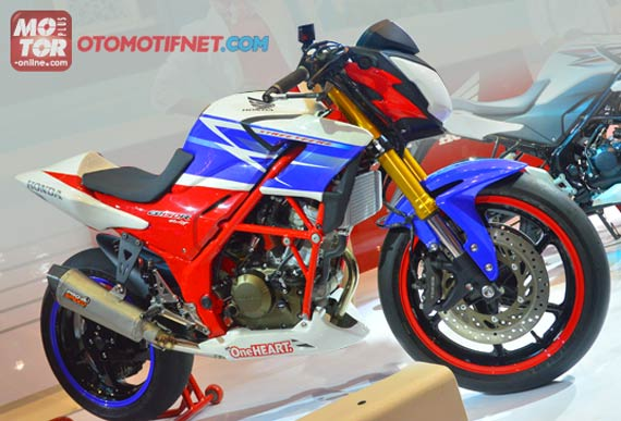 Modifikasi Honda CB150R Street Fire bergaya Racing Three Colour!