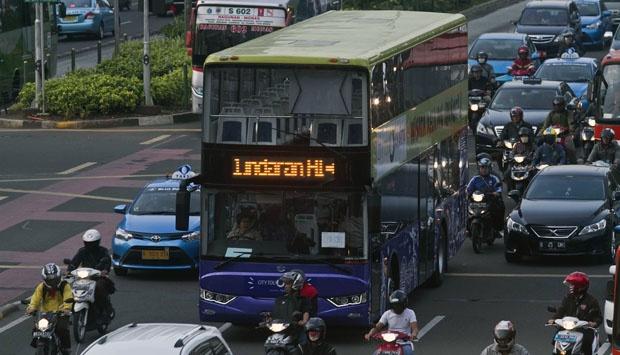 bus tingkat jakarta