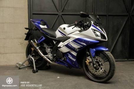 Yamaha R15 Racing Equipment modification