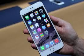 Apple menjilat ludah sendiri dengan menghadirkan iphone berlayar lebar!