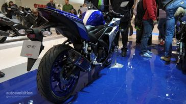 2015-yamaha-yzf-r3-comes-with-better-materials-than-expected-at-eicma-live-photos_16