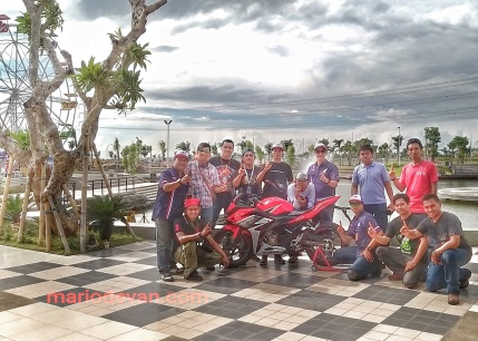 Blogger Jatimotoblog berfoto bersama dengan Mr. Bondan Head Division HC3 MPMhonda
