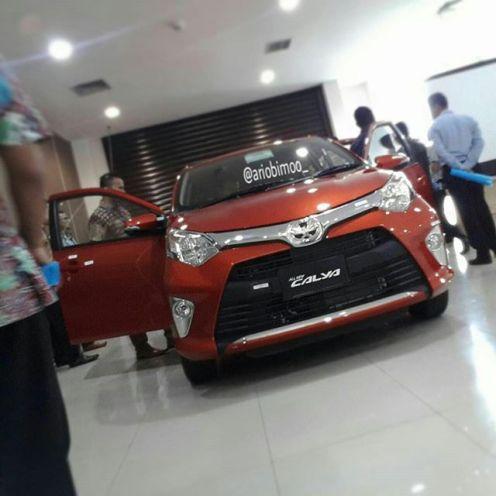 Toyota Calya orange type G tampak depan