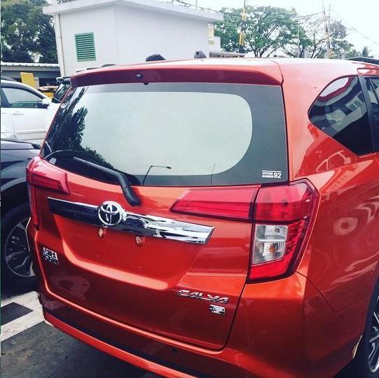 Toyota Calya tampak belakang