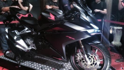tampak samping Honda CBR 250rr warna black