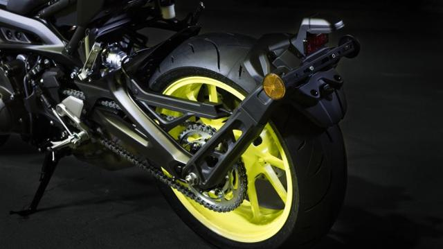 2017-yamaha-mt-09-eu-night-fluo-detail-006
