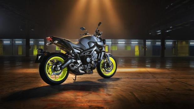 2017-yamaha-mt-09-eu-night-fluo-static-001