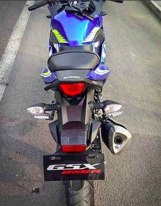 secara total versi naked bike hampir sama dengan versi fairing, hanya berbeda fairing saja... kemungkinan bagian buritan juga akan seperti gsx-R150