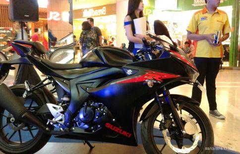 Suzuki GSX-R150 tampak samping