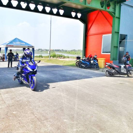 Yamaha R15 vva test ride