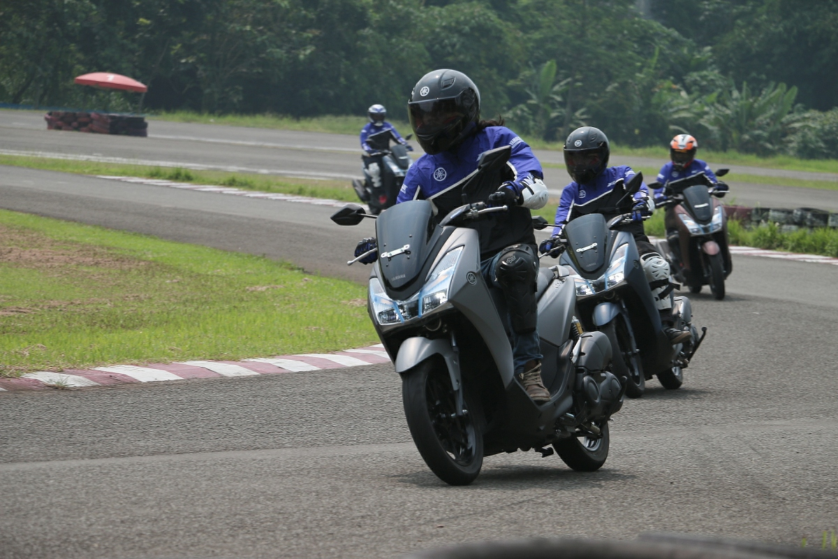 Firts ride Yamaha Lexi! kencang.... mewah.... mahal??
