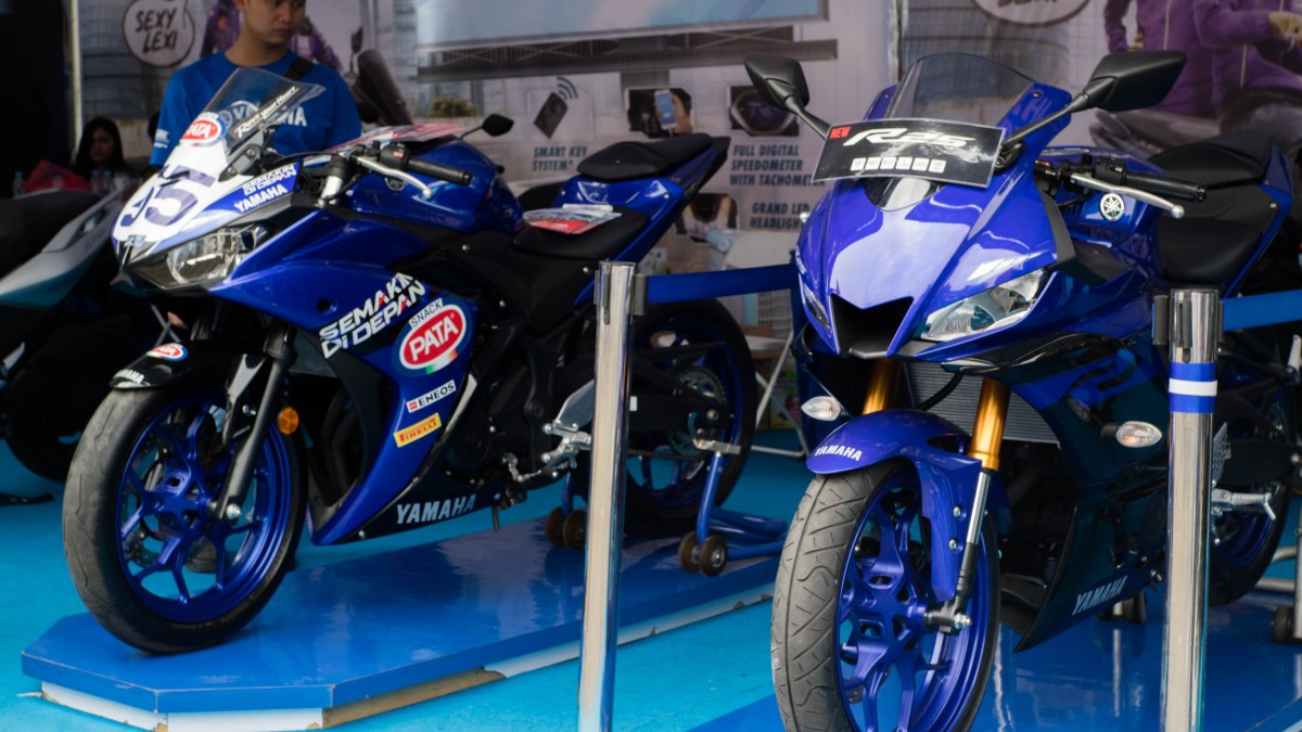 Foto-foto perbandingan Yamaha R25 versi lama dan Baru!